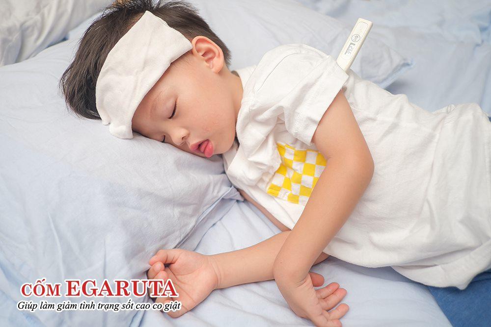 Trẻ có thể bị co giật khi mới chớm sốt ở nhiệt độ từ 37.7 – 38.2 độ C